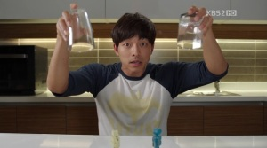 Kyung Joon reenacts accident